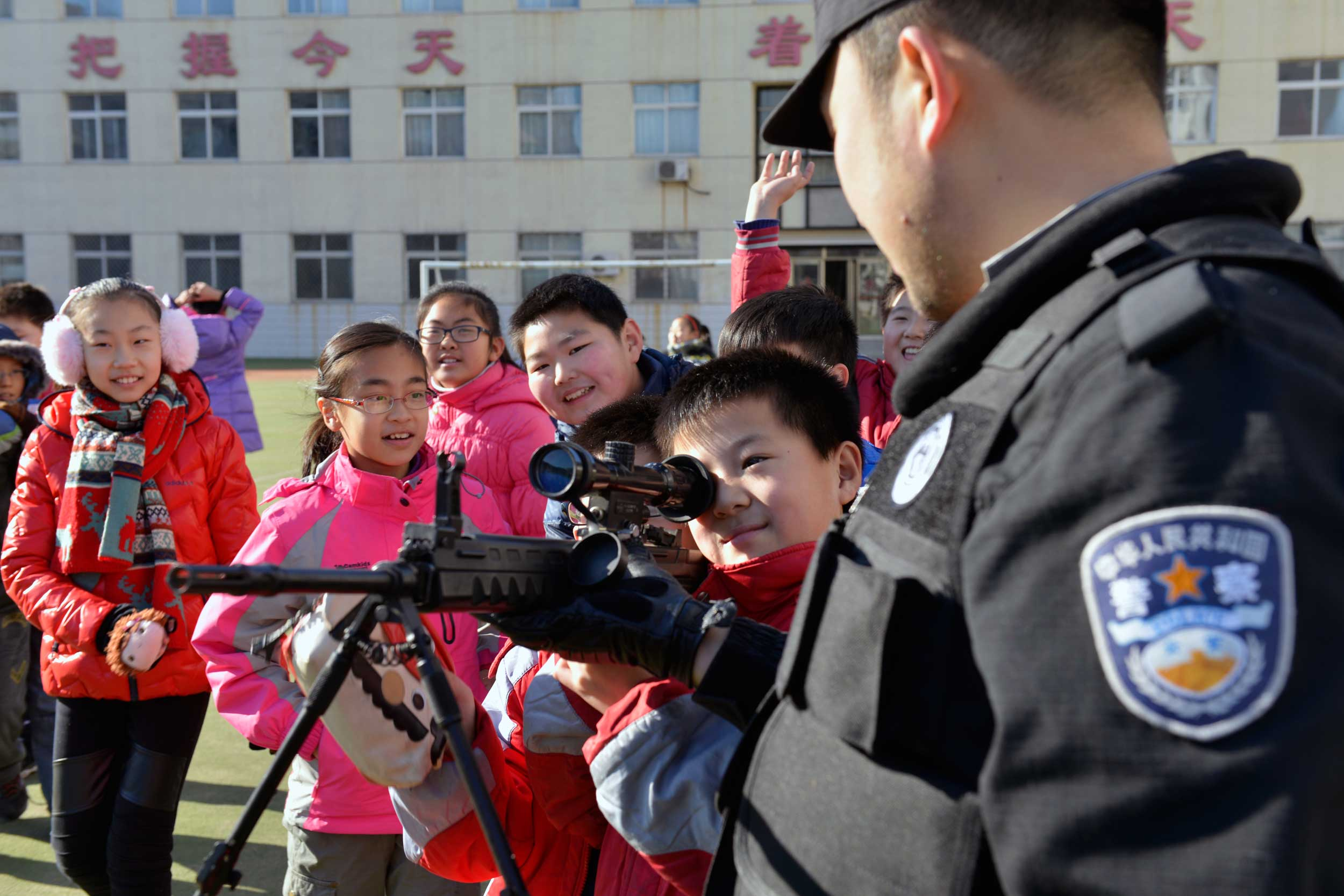 秦皇岛市学校安全教育平台:国内博士为何热心出国读博