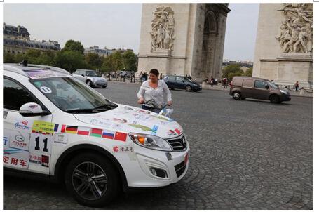 在巴黎埃菲尔铁塔下,传祺gs5为中国国庆欢呼(下)