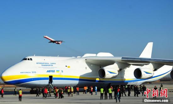 世界最大货运飞机降落石家庄